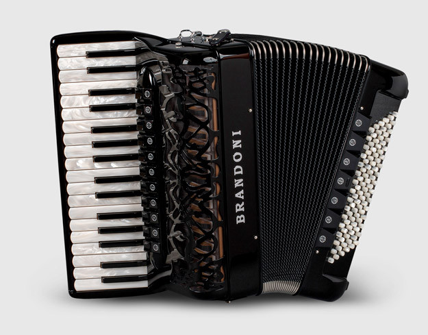 Brandoni 68C piano accordion