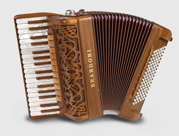 Brandoni 68W piano accordion