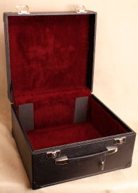 Square hard case for 3-row button accordion