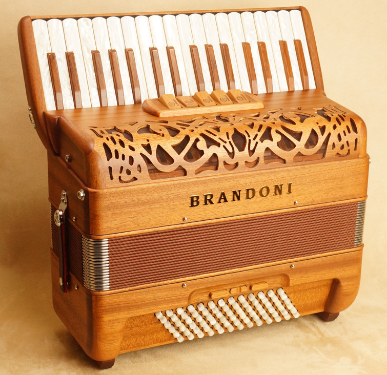 Brandoni 66W piano accordion