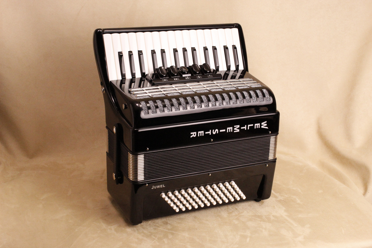 Weltmeister Juwel piano accordion